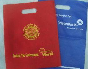 Decal nhiệt in logo màu ép chất liệu vải